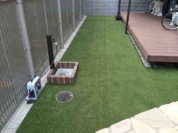 人工芝でお庭がスッキリ、広くなりました。