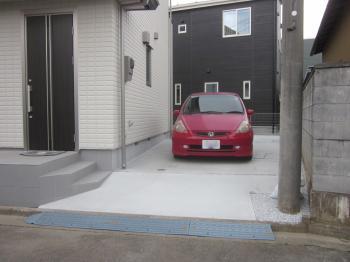 駐車場が斜めで困っていましたが、緩やかな坂にしてもらい駐車しやすくなりました!
