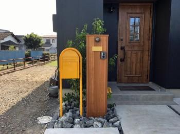 門柱 外壁とポスト、門柱、グリーン、全てのバランスがイメージ通りで満足しています!