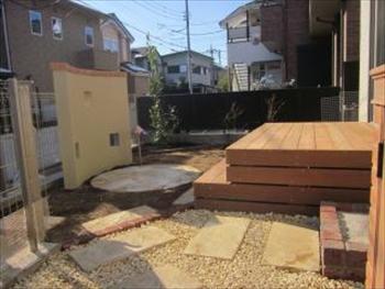 家の雰囲気に合った庭になりました。細かなところに工夫があり楽しいです。