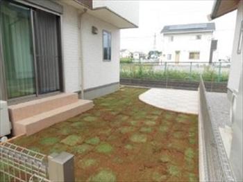 予算内で希望の芝とタイル貼りが出来ました。対応も良かったです。